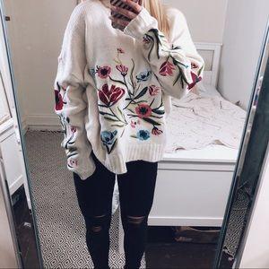 ✨HOST PICK✨Romeo+Juliet Pandora Embroider Sweater